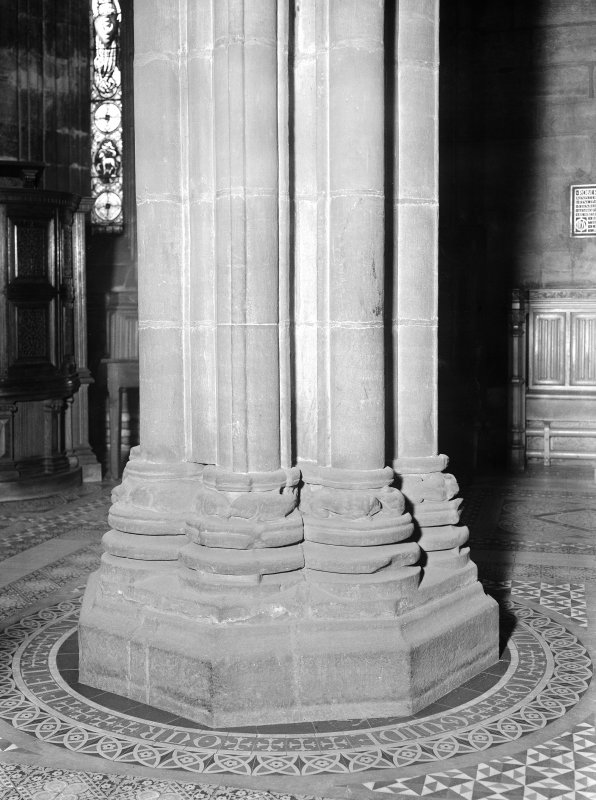 Interior. View of base of Vestry pillars.
