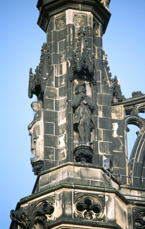 View of statues of Baron Bradwardine (right) and Amy Robsart (left), on upper tier of NW buttress.