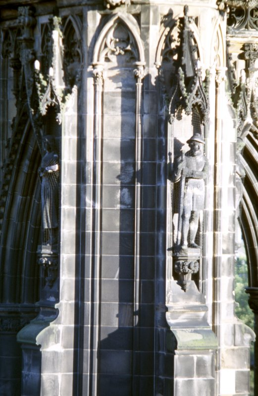View of statues of the Glee Maiden (left) and Hal o' the Wynd (right), on lower tier of NW buttress.