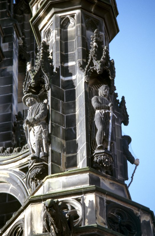 View of statues of Robert the Bruce (right) and Old Mortality (left), on upper tier of NE buttress.