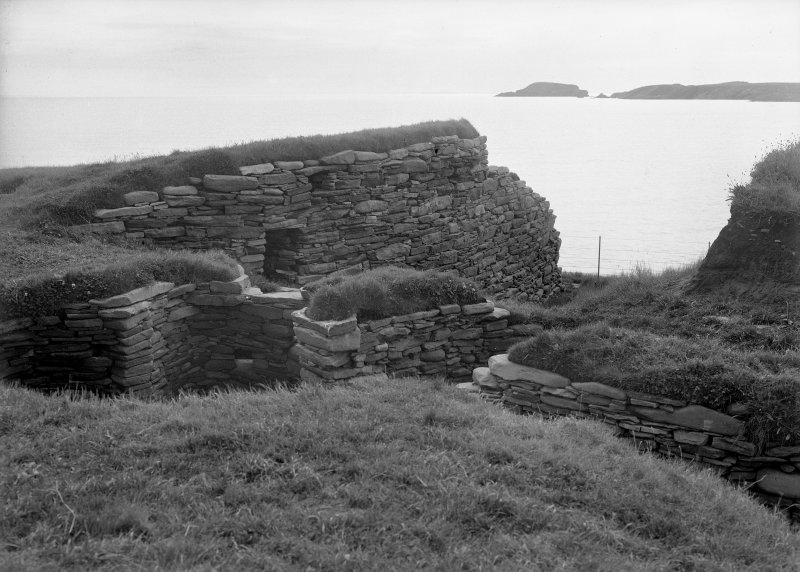 Chamber and outer wall of broch.