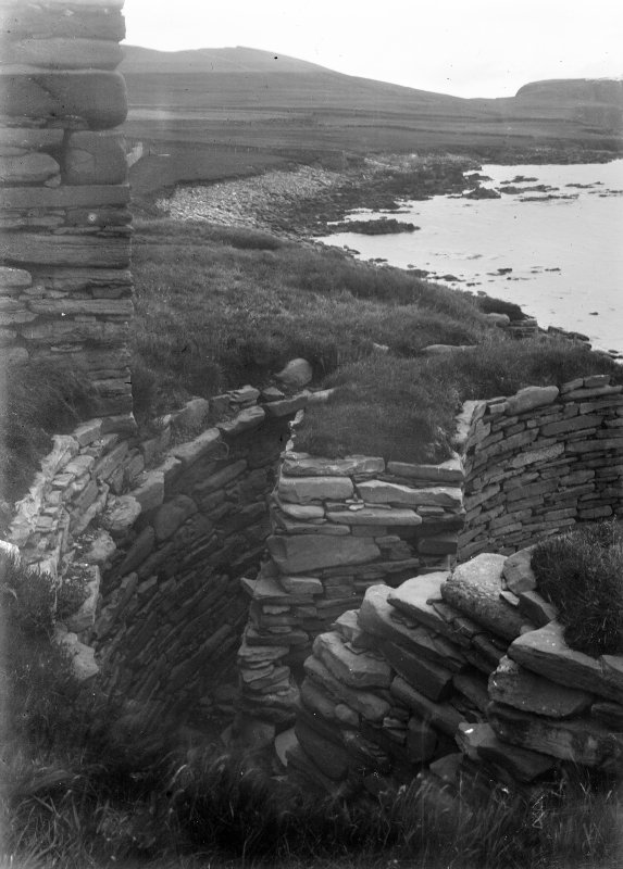 View showing house corner on wall of broch and cell of a chamber.