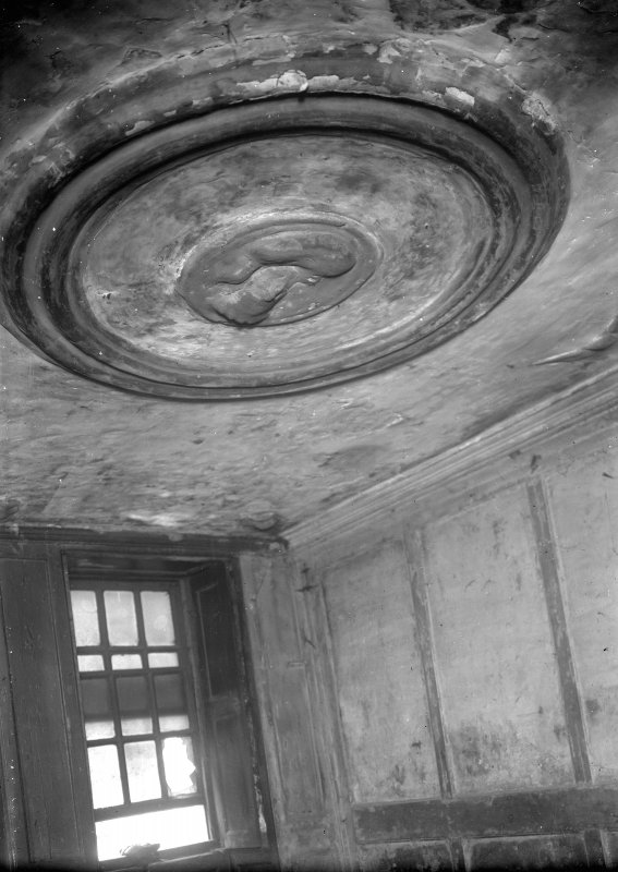 Interior-detail of plasterwork on ceiling in front tenement