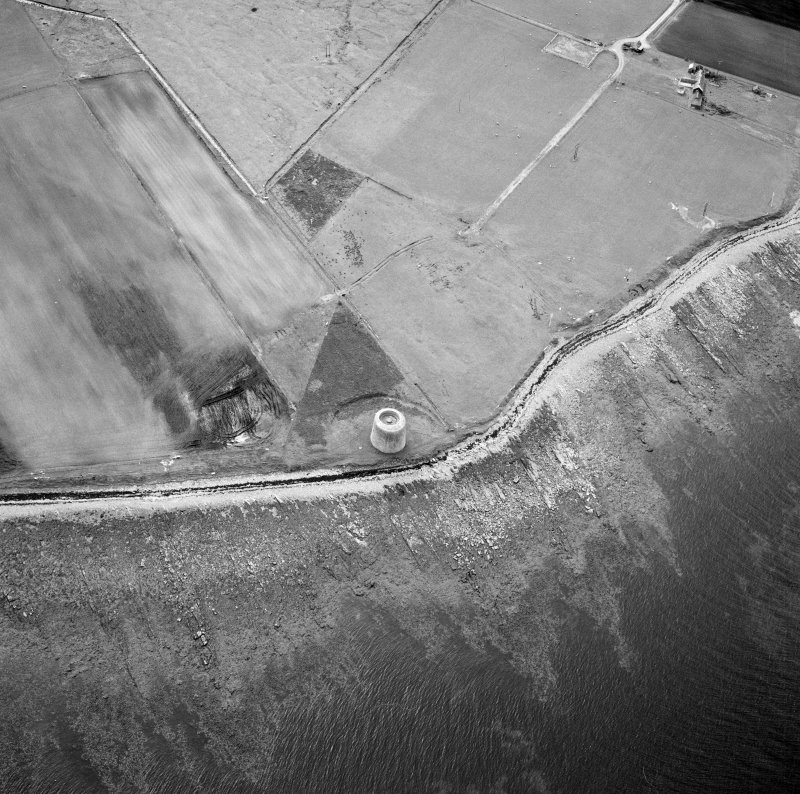 Hoy, Crockness, oblique aerial view, taken from the E, centred on the Martello Tower. A curving linear soilmark is visible in the top left hand corner of the photograph.