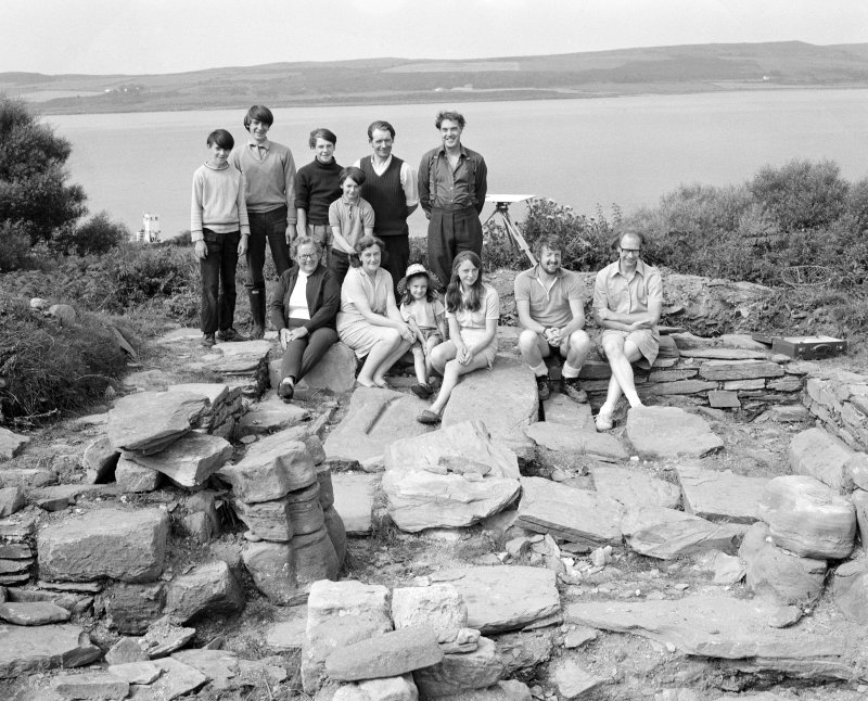 Group photograph at Inchmarnock. The Middleton family with Annie Gillies (lower row left). RCAHMS staff are on the right; G Hay (top), S Scott and I Fisher (bottom).