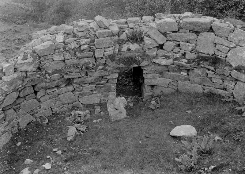 Caisteal Grugaig Broch. General view showing doorway.