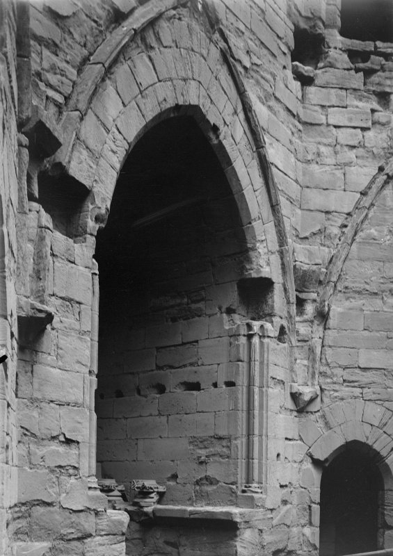 Detail of window embrasure 1st floor in Donjon.