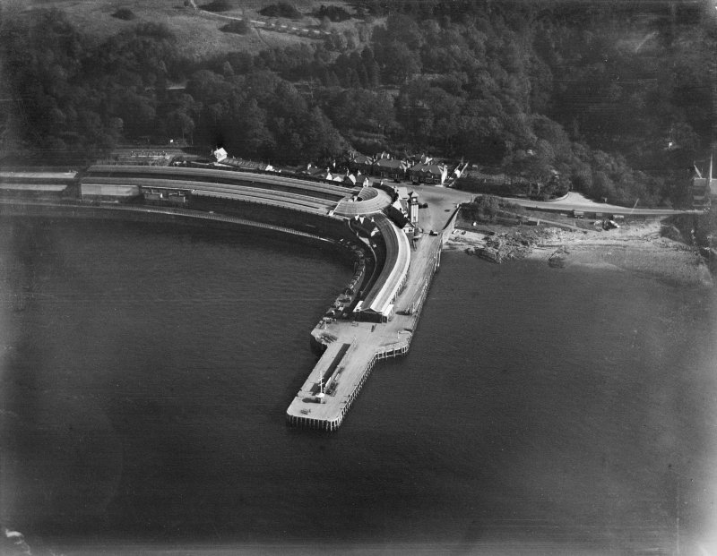 Wemyss Bay Station Pier, Wemyss Bay.  Oblique aerial photograph taken facing east.