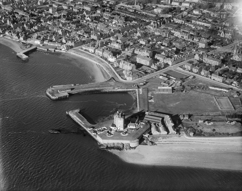Broughty Ferry, general view, showing Broughty Harbour, Broughty Castle and Castle Green.  Oblique aerial photograph taken facing north.