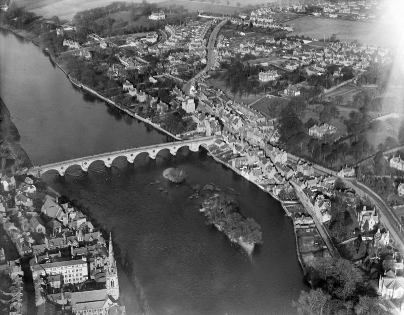 Perth, general view, showing Perth Bridge and Bridgend.  Oblique aerial photograph taken facing north.