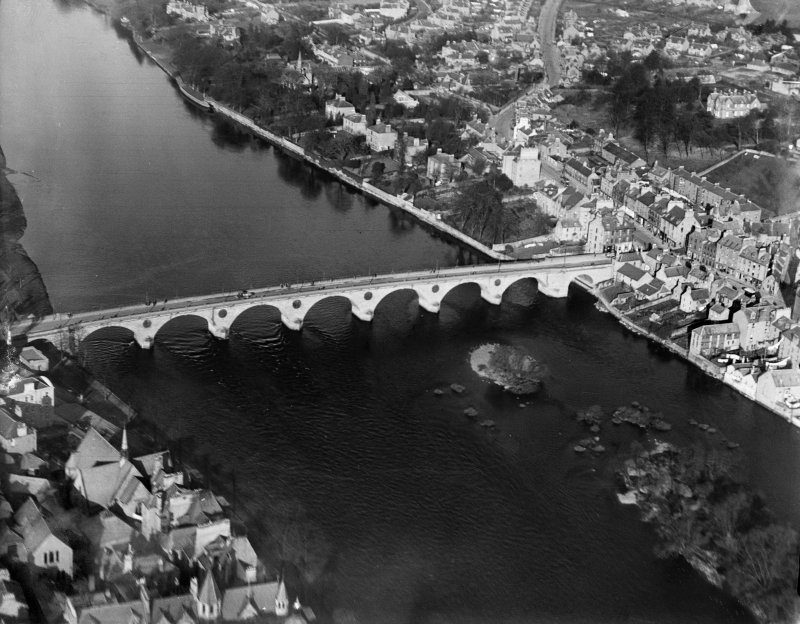 Perth Bridge.  Oblique aerial photograph taken facing north.