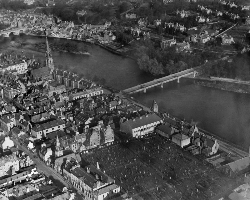Perth, general view, showing Queen's Bridge, St Matthew's Church and Greyfriars Burial Ground.  Oblique aerial photograph taken facing north-east.