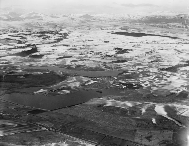 Ochil Hills, general view, showing Carsebreck Loch and Lower and Upper Rhynd Reservoirs.  Oblique aerial photograph taken facing north-west.