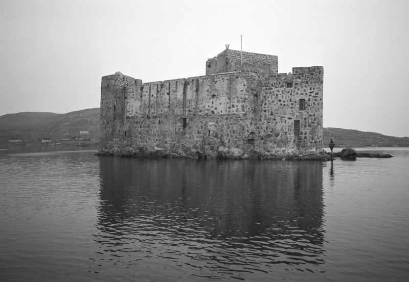 View of Kisimul Castle from NW.