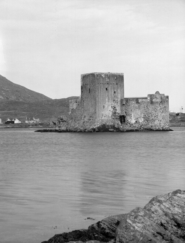 View of Kisimul Castle from SE.
