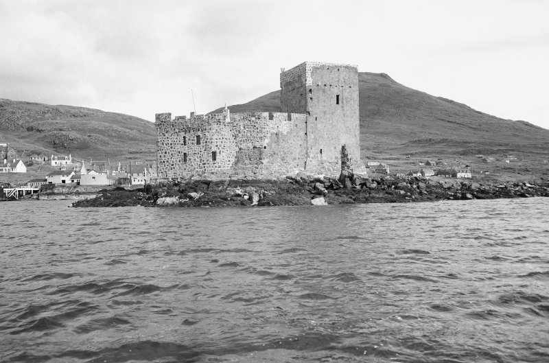 View of Kisimul Castle from SW.