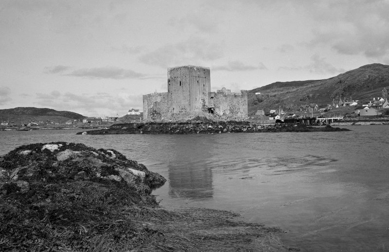 View of Kisimul Castle from S.