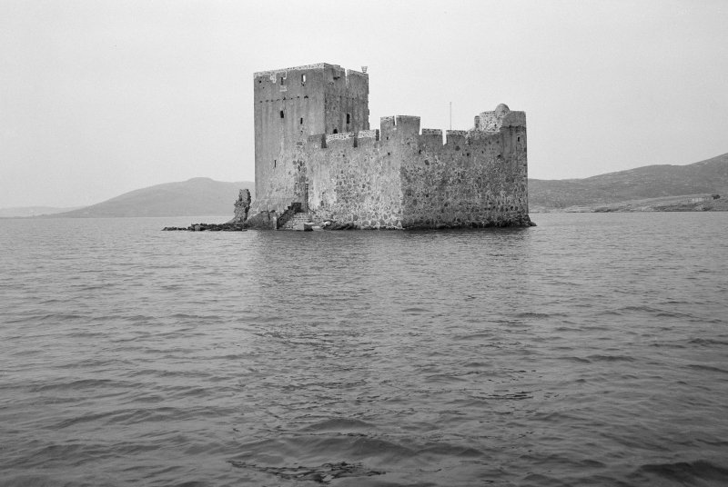 View of Kisimul Castle from E.