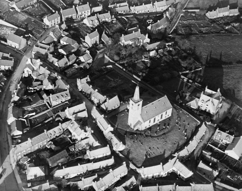 Markinch, general view, showing St Drostan's Parish Church.  Oblique aerial photograph taken facing north-east.