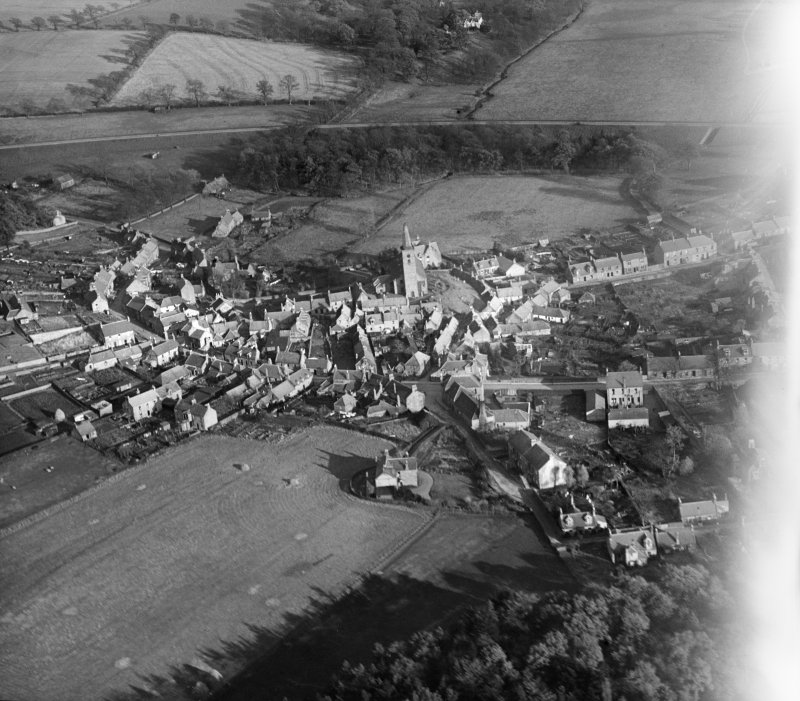 Markinch, general view, showing Commercial Street and St Drostan's Parish Church.  Oblique aerial photograph taken facing east.