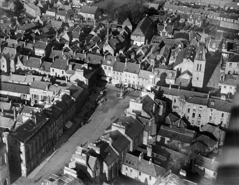 Cupar, general view, showing Market Cross.  Oblique aerial photograph taken facing north.