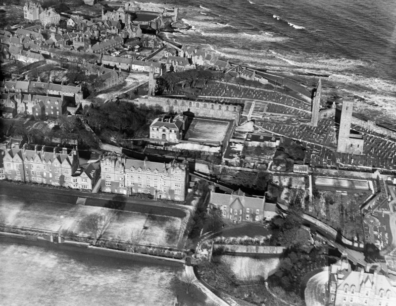 St Andrews, general view, showing St Andrews Cathedral and Priory site and The Pends.  Oblique aerial photograph taken facing north.