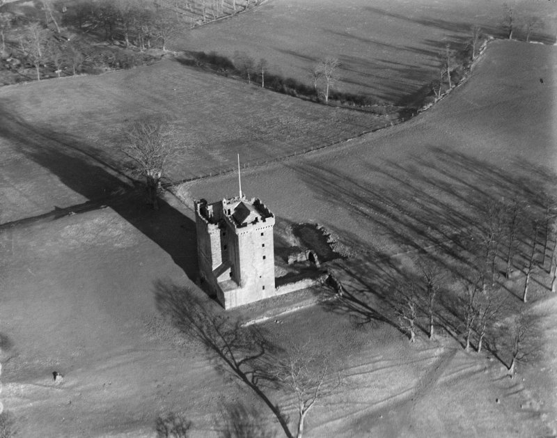 Clackmannan Tower, Clackmannan.  Oblique aerial photograph taken facing north-east.