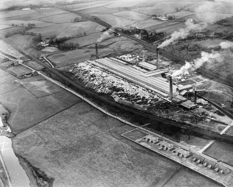John G Stein and Co. Ltd., Castlecary Brickworks.  Oblique aerial photograph taken facing south-east.