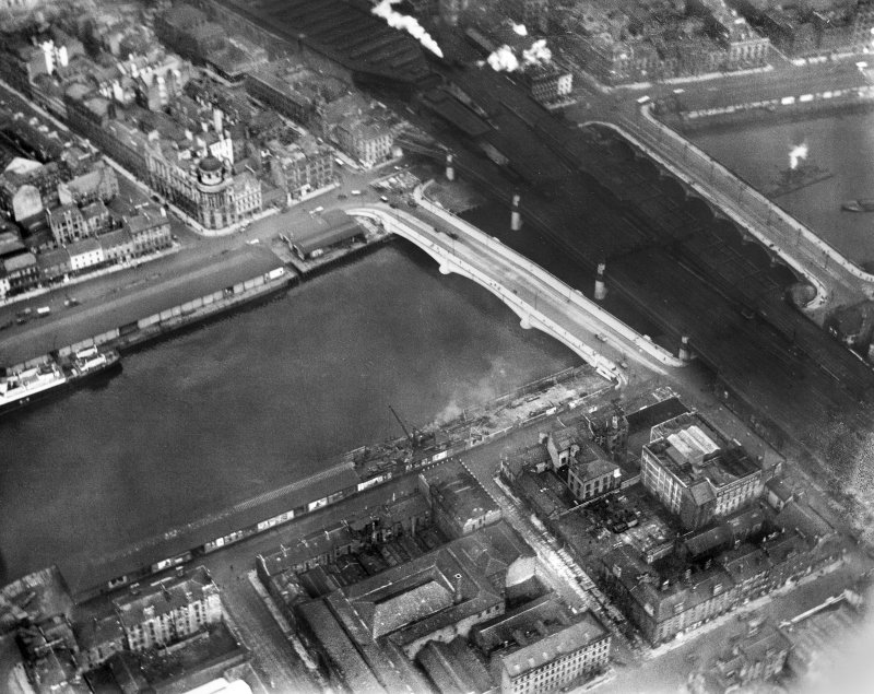 George the Fifth Bridge, New Approach Viaduct and Glasgow Bridge, Glasgow.  Oblique aerial photograph taken facing north-east.  This image has been produced from a damaged negative.