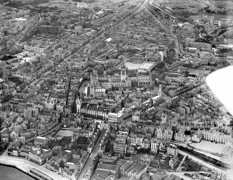 Aberdeen, general view, showing University of Aberdeen Marischal College, Town House and Tolbooth.  Oblique aerial photograph taken facing north-west.