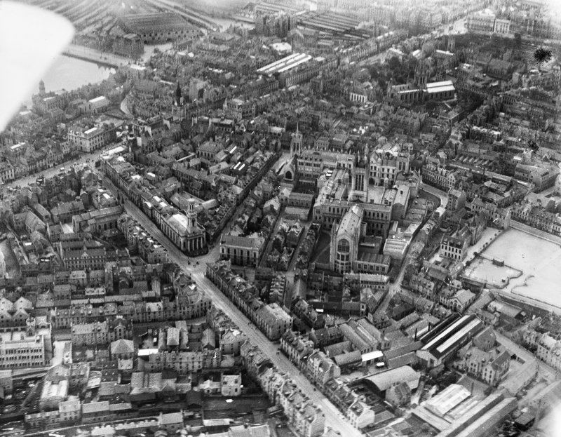 Aberdeen, general view, showing University of Aberdeen Marischal College and West North Street.  Oblique aerial photograph taken facing south.