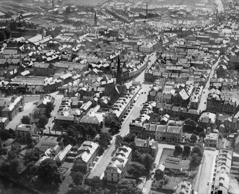 Dumfries, general view, showing Greyfriars Church, Castle Street and High Street.  Oblique aerial photograph taken facing south-east.