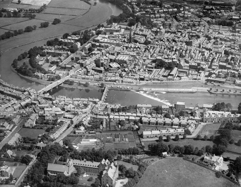 Dumfries, general view, showing Old Bridge, New Bridge and Whitesands Caul.  Oblique aerial photograph taken facing north-east.