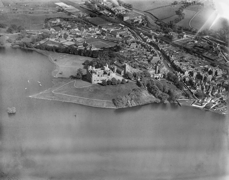 Linlithgow, general view, showing Linlithgow Palace, St Michael's Church and Loch.  Oblique aerial photograph taken facing east.