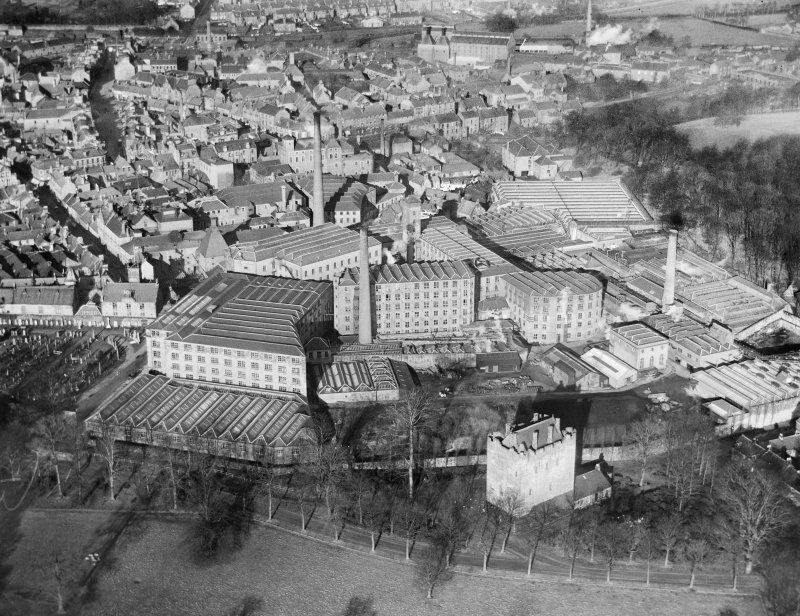 Patons and Baldwins Kilncraigs Mills, Greenside Street, Alloa.  Oblique aerial photograph taken facing north.