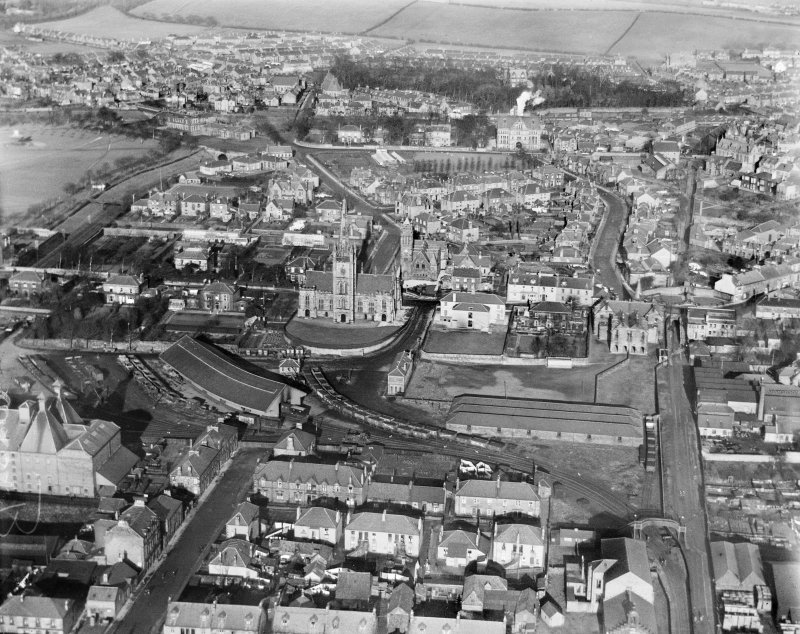 Alloa, general view, showing St Mungo's Parish Church, Town Hall and Ludgate.  Oblique aerial photograph taken facing north.