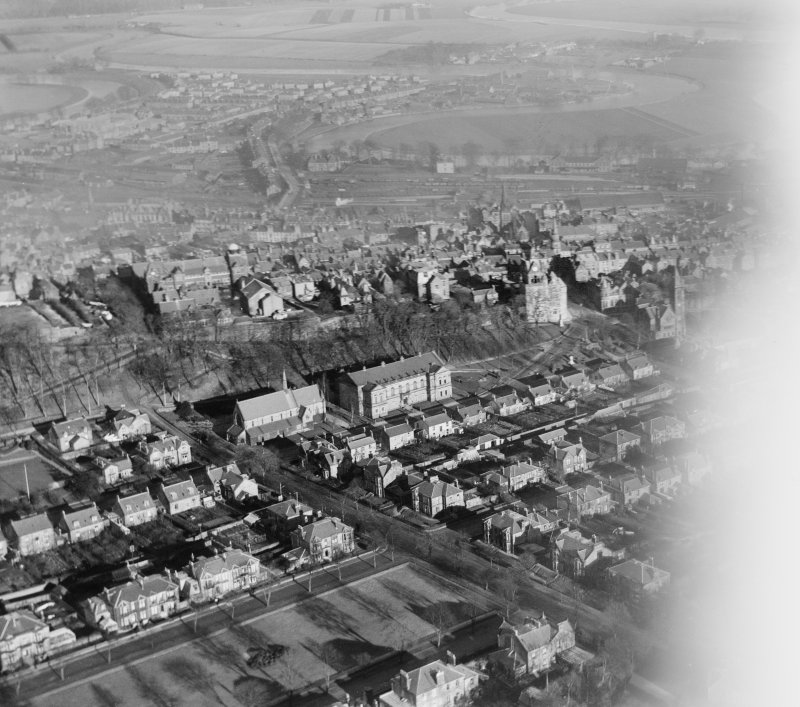 Stirling, general view, showing Town Wall, Albert Halls and Holy Trinity Episcopal Church.  Oblique aerial photograph taken facing north-east.