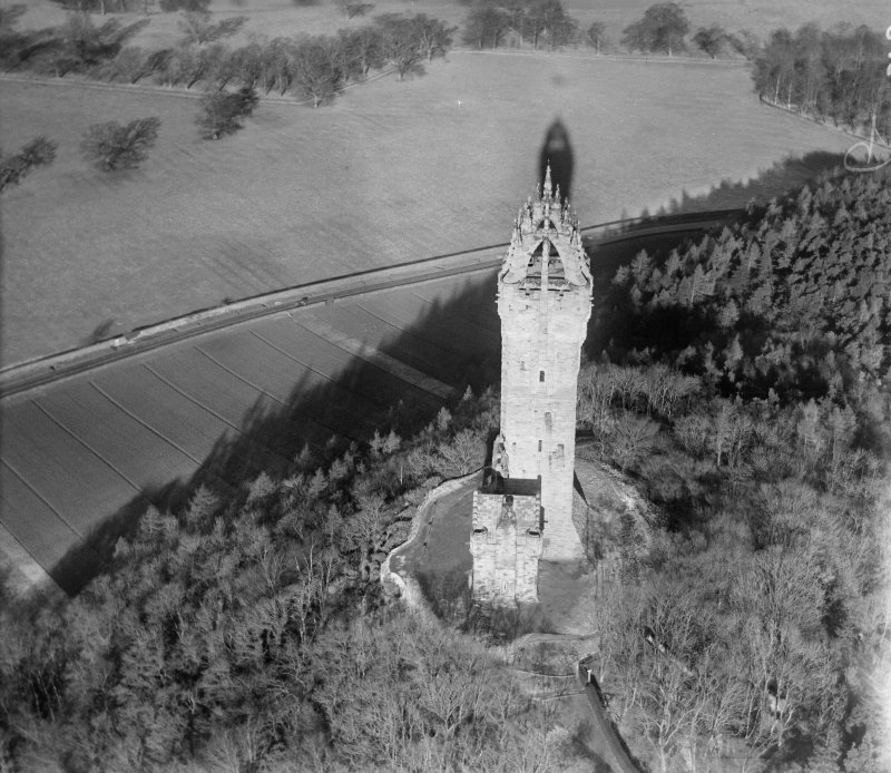Wallace Monument, Abbey Craig, Stirling.  Oblique aerial photograph taken facing north.