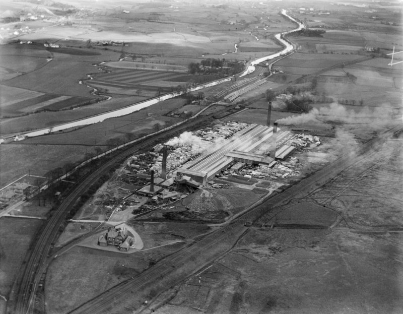 John G Stein and Co. Ltd., Castlecary Brickworks.  Oblique aerial photograph taken facing north-east.