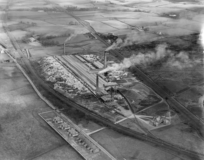 John G Stein and Co. Ltd., Castlecary Brickworks.  Oblique aerial photograph taken facing east.