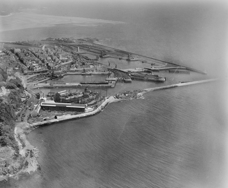 Burntisland, general view, showing Burntisland Harbour and Docks.  Oblique aerial photograph taken facing east.