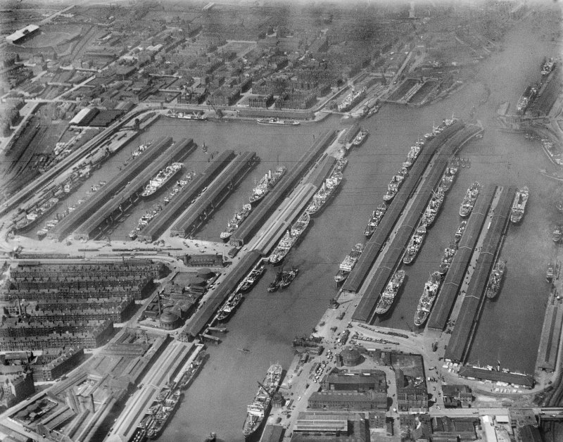 Prince's Dock and Queen's Dock, Glasgow.  Oblique aerial photograph taken facing west.
