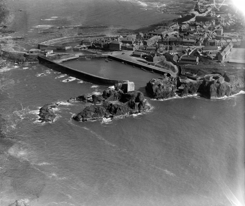 Victoria Harbour and Dunbar Castle, Dunbar.  Oblique aerial photograph taken facing south.