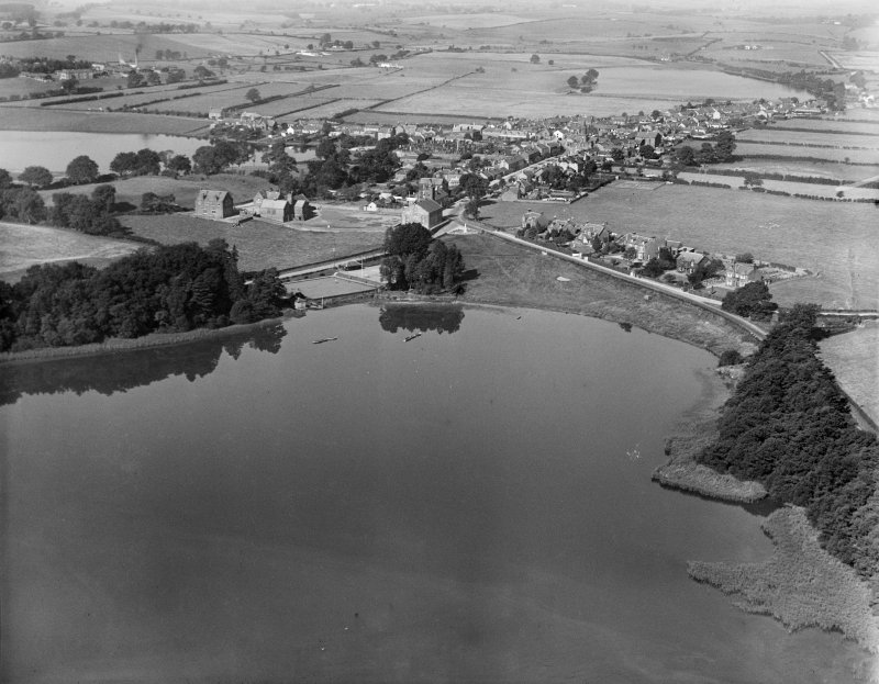 Lochmaben, general view, showing Castle Loch and Lockerbie Road.  Oblique aerial photograph taken facing north-west.