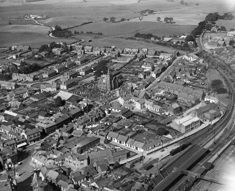 Lockerbie, general view, showing Dryfesdale Parish Church and Townhead Street.  Oblique aerial photograph taken facing north-west.