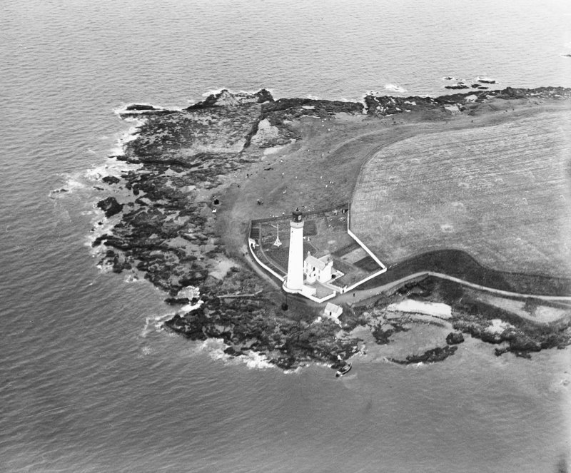 Scurdie Ness Lighthouse, Montrose.  Oblique aerial photograph taken facing south.