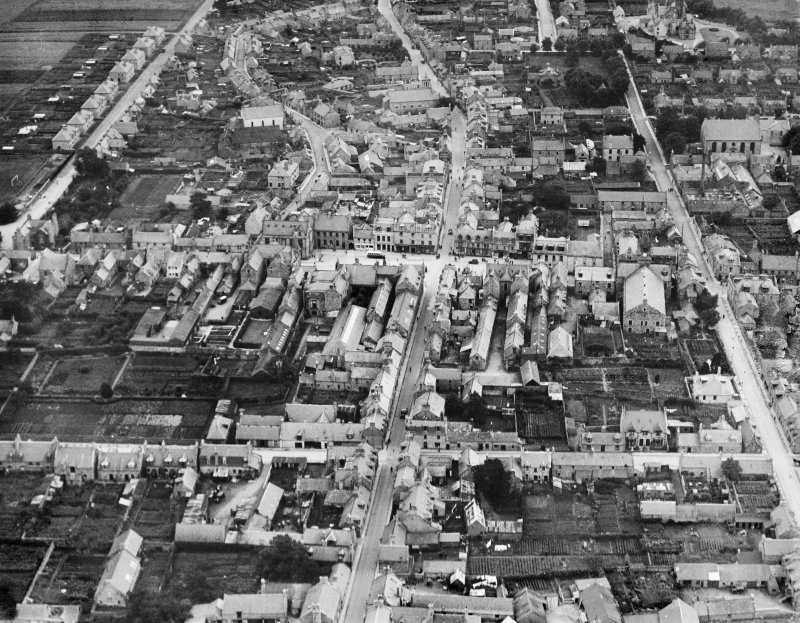 Huntly, general view, showing Deveron Street and The Square.  Oblique aerial photograph taken facing east.