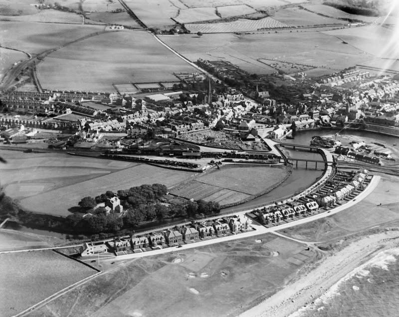 Girvan, general view, showing Golf Course Road and Old Street.  Oblique aerial photograph taken facing south-east.