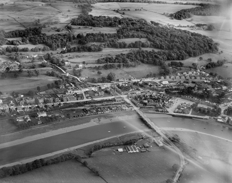 Kirkcudbright, general view, showing Kirkcudbright Bridge and St Cuthbert Road.  Oblique aerial photograph taken facing south-east.