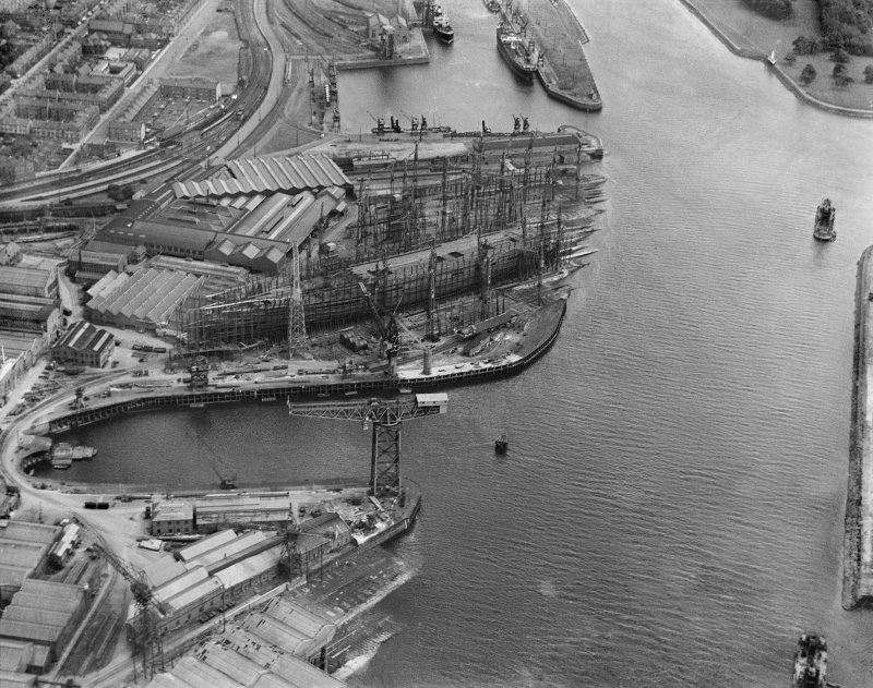 John Brown's Shipyard, Clydebank, Queen Mary under construction.  Oblique aerial photograph taken facing south-east.